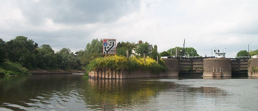 image Diglis locks from south